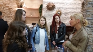 Carolina explains the properties of this product to our students: Lenka, Maria, Ivana and Nikola.